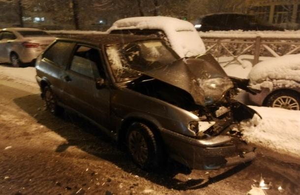 Водитель легковушки скрылся после ДТП савтобусом наТимуровской