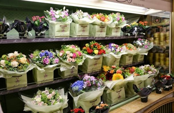 Воры-романтики похитили измагазина два букета цветов