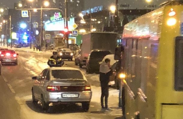 Авария сучастием автобуса произошла напроспекте Просвещения