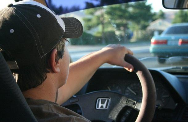 Мошенники вместе сдорогими авто оформляли напокупателей кредиты
