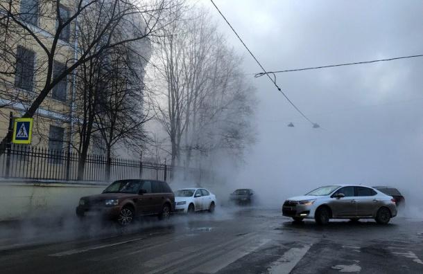 Трубу скипятком прорвало наПарадной улице