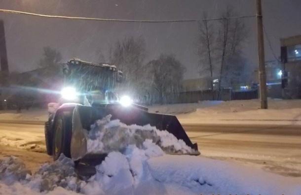 Более 700 снегоуборочных машин работали надорогах Петербурге