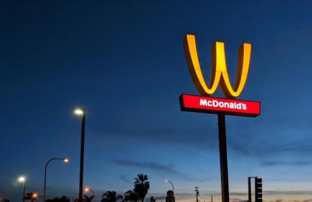 McDonald's впервые вистории сменил логотип