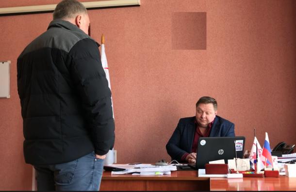 «Долбанные дачники»: депутат Ленобласти ругается накамеру из-за плохой явки