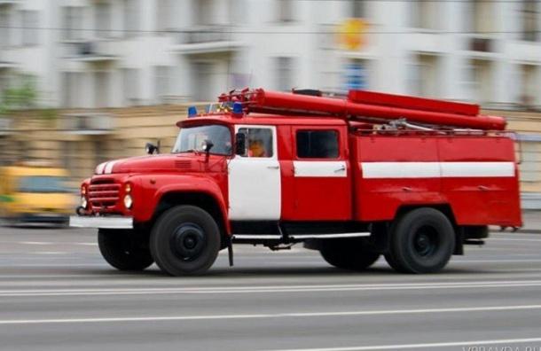 Два человека погибли впожаре вПетергофе