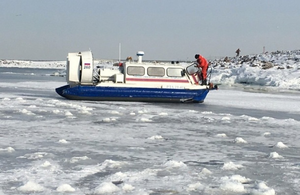 Спасатели Петербурга сняли 25 рыбаков сФинского залива