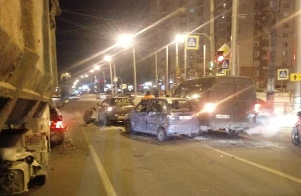 Шесть машин столкнулись ваварии напроспекте Наставников