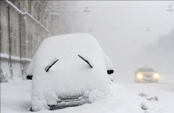 Петербуржец потерял автомобиль вснегу