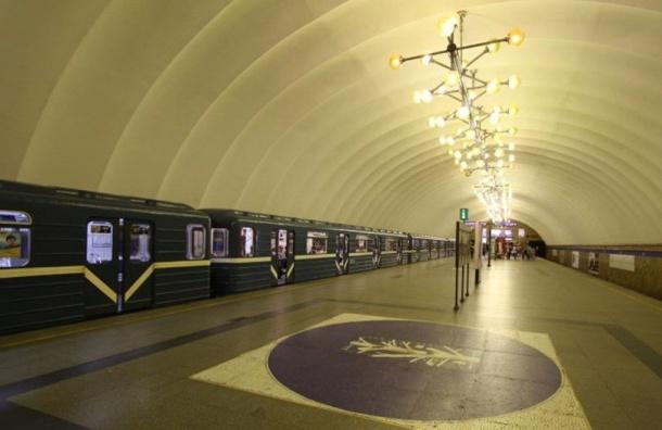Настанции метро «Озерки» сломался эскалатор