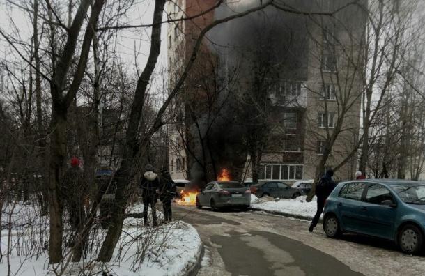 Пожарные тушат машину наБухарестской