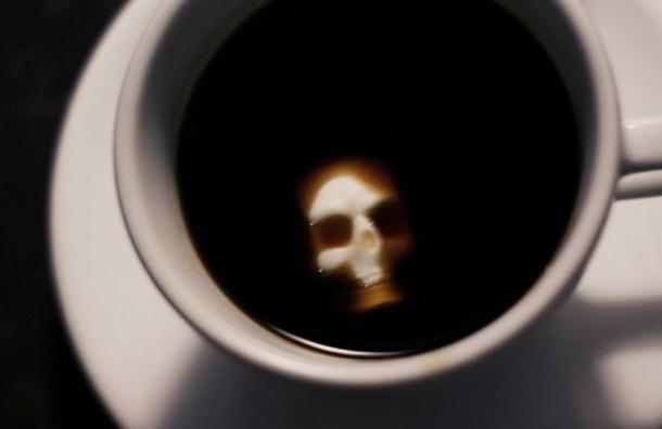 Петербурженка выпила чай ивпала вкому