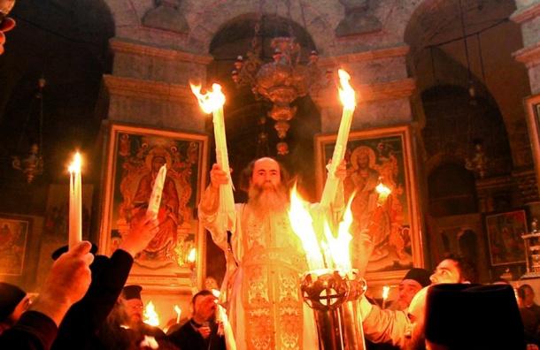 Священник раскрыл тайну благодатного огня вХраме Гроба Господня