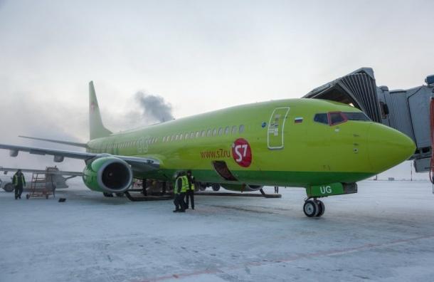 Сильный снегопад остановил вылет самолета изПетербурга вБрянск