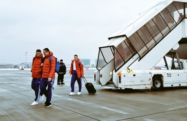 Российская сборная прилетела вПетербург наматч против Франции