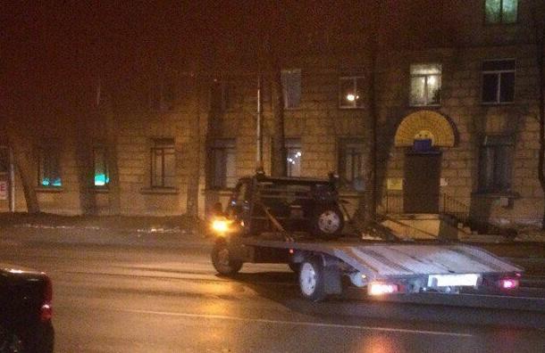 Эвакуатор-хулиган ищут вПетербурге