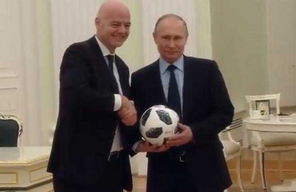 Путин сыграл вфутбол спрезидентом FIFA