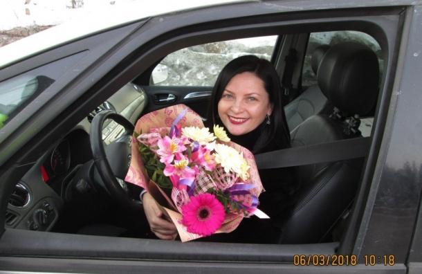 Гаишники Ленобласти останавливали автомобилисток ради цветов