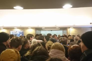 """«На """"Горьковской"""" ад»: пассажирам недают зайти настанцию"""