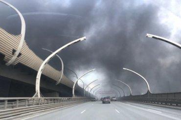 ЗСД заволокло дымом из-за пожара натерритории Кировского завода