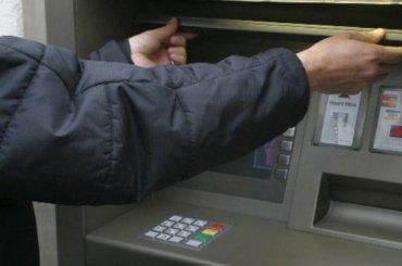 Более 2,5 млн рублей похитили избанкомата вТЦ наплощади Конституции
