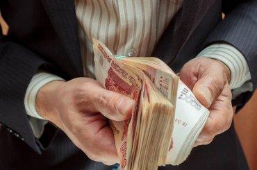 Зарплата чиновников изПетербурга за 2017 год упала