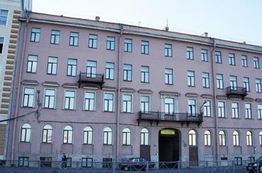 Петербургскому вузу запретили принимать студентов