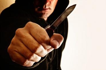 Росгвардейцы спасли петербуржца отугрожавшего ему ножом знакомого