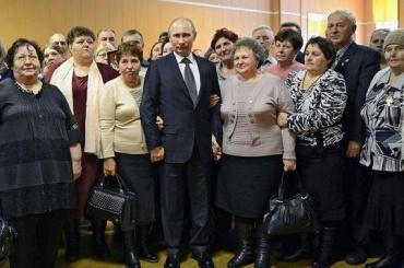 Путин поздравил российских женщин с8Марта