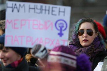 «Свобода, равенство, сестринство»: феминистки вышли намитинг вПетербурге
