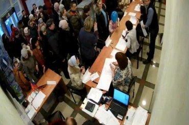 Жители Шушар стоят вочередях ради голосования