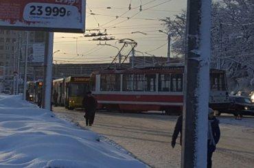 Трамвай иавтобус столкнулись напроспекте Науки