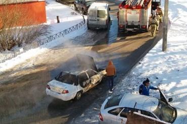Водитель успел выскочить изгорящей машины вПетербурге