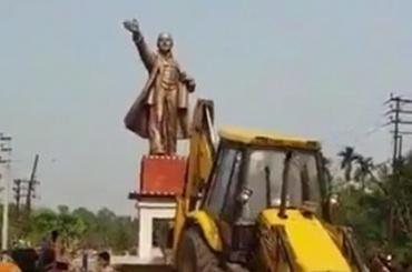 Индийцы сыграли вфутбол головой статуи Ленина
