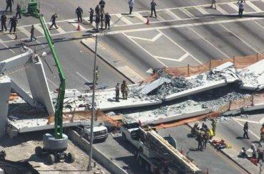 Несколько человек погибли при обрушении пешеходного моста вСША