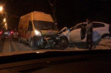Иномарка имикроавтобус столкнулись вПушкине