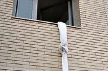 Сбежавшая отбабушки через окно школьница находится под присмотром отца