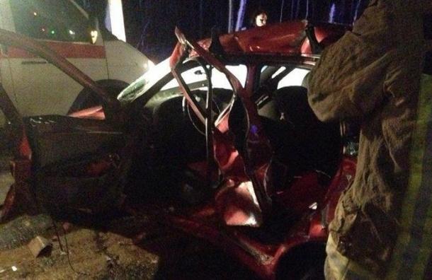 Шофёр «Калины» наПриозерском шоссе незаметил автобус иврезался внего