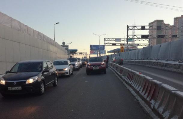 Водитель устроил пробку вДевяткине исбежал