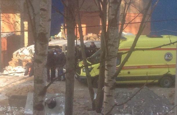 Упавшего слесов строителяЖК увезли вбольницу