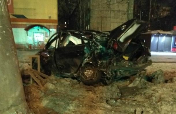 Иномарка врезалась вфонарь: водитель втяжелом состоянии