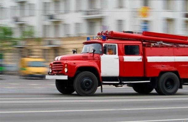 Склад сполимерами горел вПетербурге