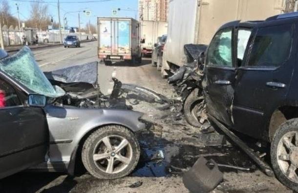 Ужасное ДТП наЛатышских Стрелков вПетербурге: погибла вся семья