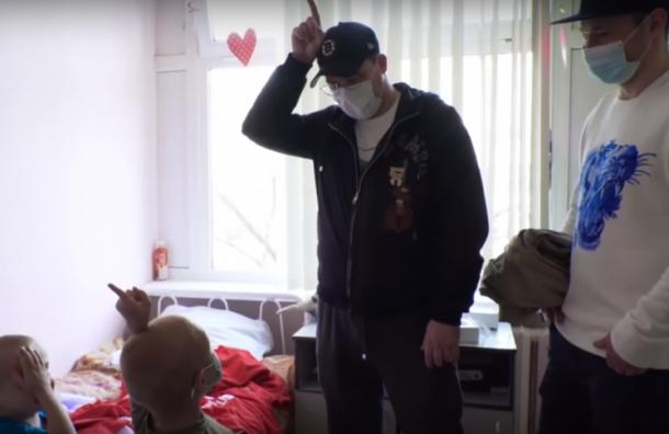 Петербургский хоккеист продал подаренный вчесть ОИ-2018 автомобиль