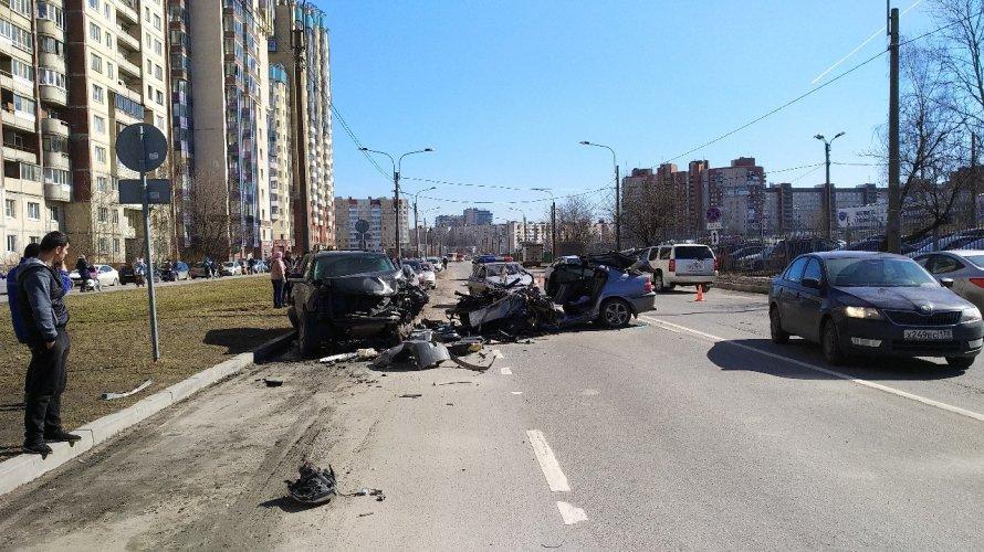 Пострадавший вжутком ДТП наулице Латышских Стрелков шофёр скончался в клинике