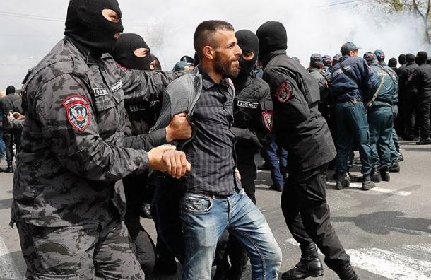 Полиция задержала вЕреване почти 200 демонстрантов