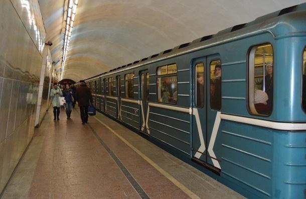 Поезд-челнок запустят впетербургском метро