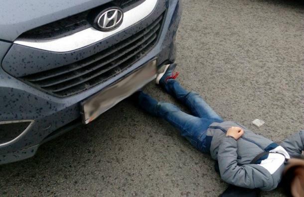 Ребенок попал под колеса иномарки