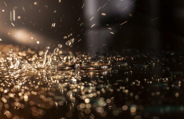 Впереди упетербуржцев дожди