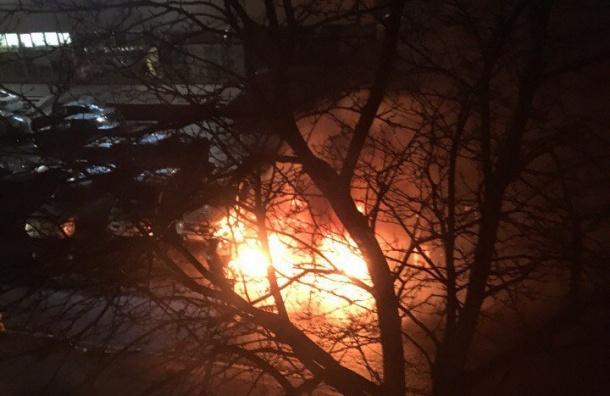 Две машины сгорели наулице Пионерстроя