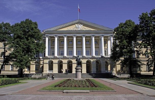 Доход самого богатого чиновника Смольного загод составил 13,9 млн рублей